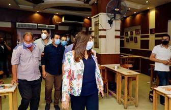 في جولة مسائية.. محافظ دمياط تفاجئ عددا من المقاهي والمطاعم لمتابعة تطبيق الإجراءات الاحترازية