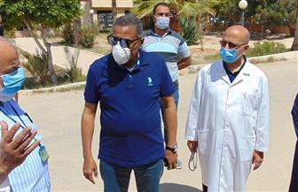 محافظ مطروح يتفقد مستشفى الصدر للاطمئنان على توافر المستلزمات الطبية | صور