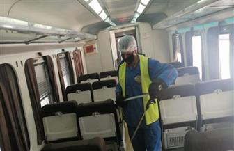 «السكك الحديدية» تواصل أعمال التطهير والتعقيم للمحطات والقطارات| صور