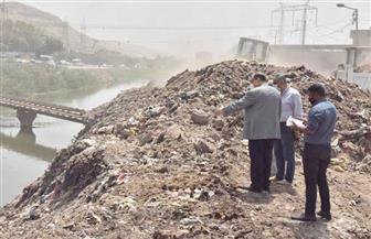 رفع 20 طنا من المخلفات بجوار ترعة الملاح بحي غرب أسيوط| صور