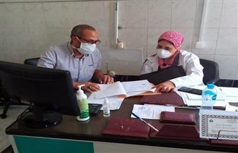استمرار عمل اللجنة المشكلة للمرور اليومي على مستشفى سفاجا لمتابعة مصابي كورونا  صور