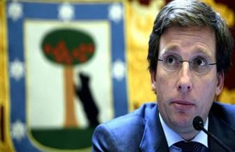 عمدة مدريد يستنكر احتفالات المواطنين بانتهاء حالة الطوارئ