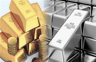 الذهب والفضة يتراجعان مع ارتفاع الدولار لذروة شهرين