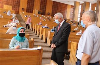 رئيس جامعة المنوفية يتفقد لجان امتحانات الفصل الدراسي الثانى بالمجمع النظرى للكليات | صور