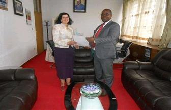 السفيرة المصرية في بوجومبورا تسلم خطابات تهنئة للوزراء الجدد في الحكومة البوروندية