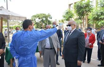 رئيس جامعة القاهرة يتفقد لجان الامتحان بـ 4 كليات لمتابعة تطبيق الإجراءات الاحترازية | صور