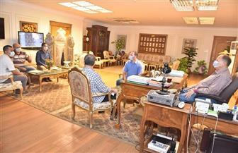 محافظ أسيوط يلتقي مسئولي المتابعة الميدانية ويشدد على تكثيف الحملات وردع المخالفين | صور