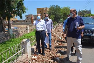 محافظ الغربية يتفقد أعمال الرصف بمركز ومدينة قطور ويوجه برفع الإشغالات | صور