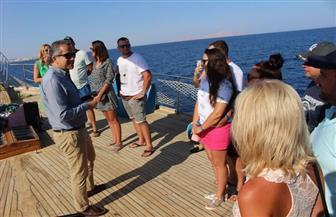 وزير السياحة والآثار يتفقد الإجراءات الوقائية بأحد المراكب السياحية بشرم الشيخ | صور