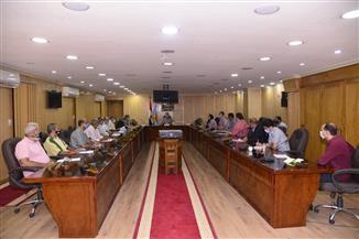 محافظ أسيوط يعقد اجتماعا لمناقشة آخر مستجدات ملف تقنين أراضي الدولة وإزالة التعديات