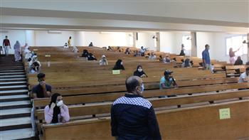 انطلاق امتحانات طلاب السنوات النهائية بجامعة الفيوم ورئيس الجامعة يتفقد الإجراءات الاحترازية | صور