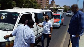 تشكيل لجنة لمتابعة خطوط السير بشوارع مدينة سفاجا وإنذار السائقين المخالفين | صور