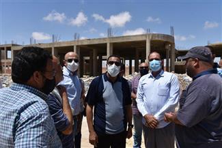 محافظ مطروح يتفقد موقع مدرسة التمريض الجديدة بمدينة مرسى مطروح
