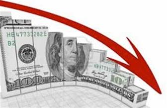 الدولار يعاود الهبوط مع تحول المستثمرين لبيانات الاقتصاد والنتائج