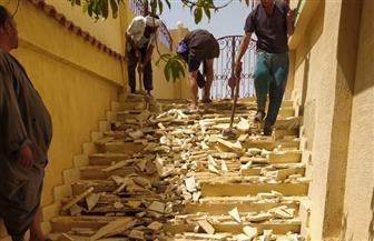 جهاز مدينة العبور يزيل مخالفتي بناء بالحيين ٤و٩ لمخالفة شروط التراخيص|صور
