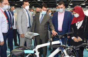 """وزير الرياضة يسلم دراجات المرحلة الأولى من مبادرة """"دراجتك صحتك"""""""