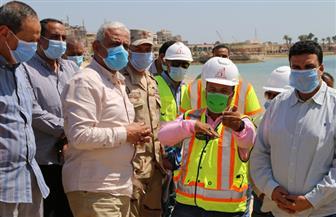 محافظ السويس يتفقد أعمال تطوير منطقتي الكورنيش والشاليهات | صور
