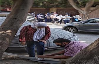 """بعد انتشار صور لـ""""أب"""" يربط حذاء ابنته بعد امتحانات الثانوية العامة.. صالح: فوجئت باحتفاء رواد مواقع التواصل"""