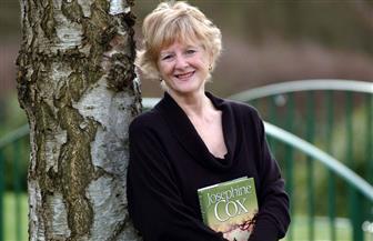 رحيل الروائية البريطانية جوزفين كوكس عن عمر ناهز 82 عاما