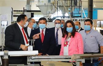 محافظ دمياط ورئيس هيئة الاستثمار يجريان زيارة لعدد من الشركات في المنطقة الحرة | صور