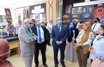 رئيس جامعة المنصورة يتفقد معرض مشروعات تخرج الدفعة الثانية بكلية الفنون الجميلة | صور