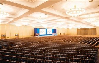 الحكومة: السماح بعقد المؤتمرات الرسمية والاجتماعات بحد أقصى 50 شخصا
