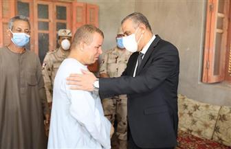 محافظ سوهاج يؤدي واجب العزاء لأسرتي الشهيدين محمد شافع وعبدالرحمن جمال | صور