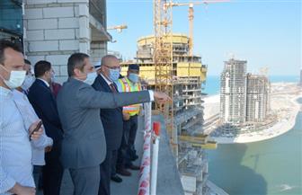 وزير الإسكان يقوم بجولة موسعة لتفقد المشروعات المختلفة بمدينة العلمين الجديدة|صور