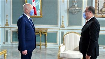"""بعد منحهم الثقة في البرلمان.. """" اليمين الدستورية"""" عصا الرئيس التونسي لإجهاض حكومة """"المشيشي"""""""