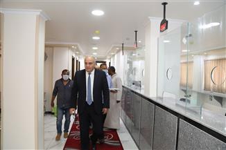 محافظ قنا يتفقد مكتب تصديقات الخارجية والخدمات القنصلية | صور