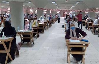 وسط إجراءات احترازية مشددة.. تواصل امتحانات طلاب الفرق النهائية بجامعة القاهرة