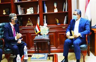وزير السياحة والآثار وسفير بريطانيا بالقاهرة يبحثان دفع الحركة السياحية بين البلدين | صور