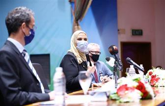 تدشين مبادرة لدعم أهالي شمال سيناء في احتفالية تكريم الرئيس السابق لـ «الصليب الأحمر» | صور
