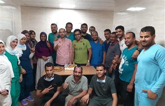 مستشفى الأقصر العام يحتفل بخروج الفريق الرابع من العزل الصحي | صور
