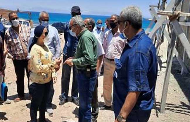 نائبة محافظ البحر الأحمر خلال تفقدها اعمال تطوير مجزر رأس غارب