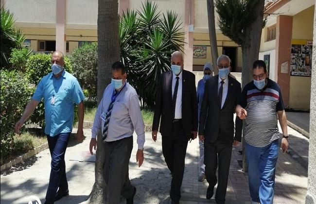 نائب وزير التربية والتعليم يتفقد العمل في لجان سير النظام والمراقبة بالإسكندرية   صور