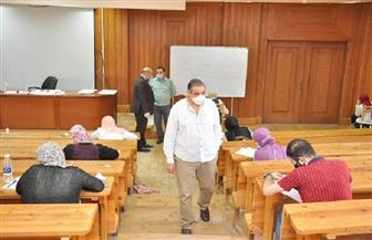 رئيس جامعة كفرالشيخ يتفقد لجان امتحانات كليتي الصيدلة والتمريض |صور