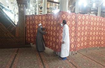 بعد غلق المسجد.. «الأوقاف» تقيم «حرم آمن» حول ضريح الإمام الحسين لمنع التمسح بالأيدي | صور
