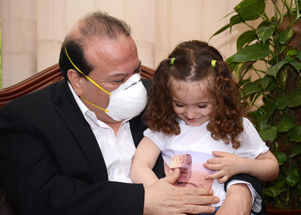 رئيس جامعة طنطا يكرم أسرة الشهيد البطل العقيد محمد إبراهيم
