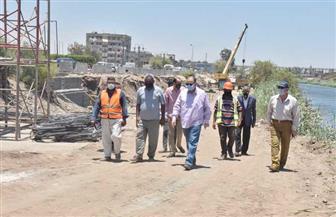 محافظ أسيوط يتفقد الأعمال الإنشائية لكوبري منقباد العلوي بطريق (أسيوط-القاهرة) الزراعي | صور