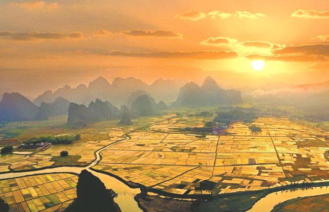 منظر جميل لمدينة ينغده التابعة لمدينة تشينغيوان بمقاطعة قوانغدونغ.