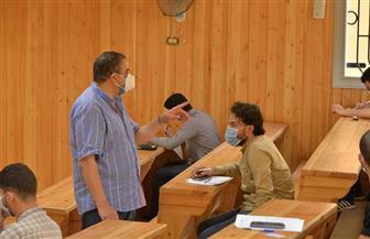 رئيس جامعة كفر الشيخ يتفقد سير الامتحانات للتأكد من تنفيذ الإجراءات الاحترازية | صور