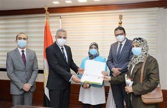 محافظ سوهاج يكرم 14 من العاملين بمستشفيات سوهاج| صور