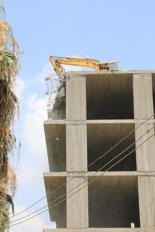 إزالة مبنى خرساني مخالف