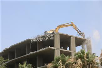 إزالة مبنى خرساني مخالف من 5 أدوار بحي شرق شبين الكوم | صور