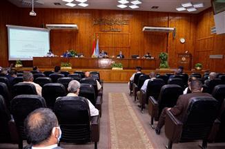 محافظ أسيوط يترأس المجلس التنفيذي ويشدد على الإسراع في منظومة التقنين والتصالح