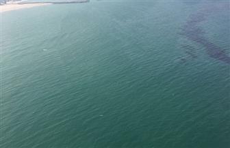 إيران تنظف بقعة نفطية في منطقة شمال الخليج