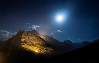 جبال الألب تكتسي بلون الكهرمان في احتفال سويسرا بعيدها الوطني