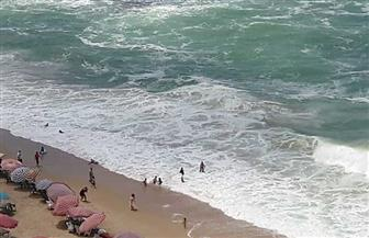 """مصطافون يعتدون على حملة لـ""""السياحة والمصايف"""" بالإسكندرية"""