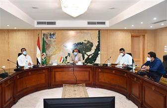 محافظ الفيوم يوجه بمراجعة لجنة تسعير مقابل التصالح على مخالفات البناء | صور